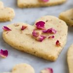 Shortbread hearts with rose petals (2)